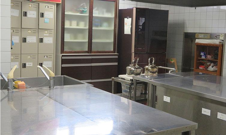 広々とした厨房